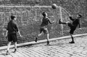 niños-jugando-en-la-calle