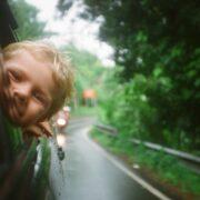 Viajar con Niños - Photo by Anton Luzhkovsky on Unsplash
