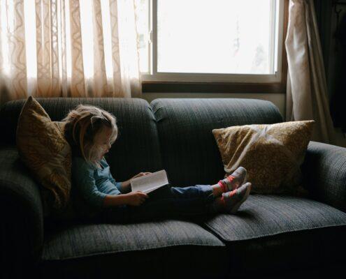 Cuatro claves para ayudar a los niños a vencer el miedo a salir de casa - josh-applegate-cwGk-u9PHOo-unsplash