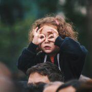 Cómo ayudar a tu hijo a ser él mismo y no dejarse influenciar por los demás - edi-libedinsky-1bhp9zBPHVE-unsplash