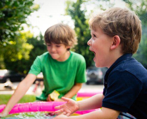 El arte de educar jugando - ashton-bingham-SAHBl2UpXco-unsplash