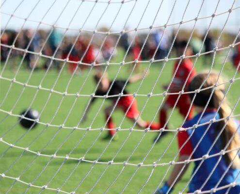 Futbol y natación - alyssa-ledesma-sZhLJ6GydQA-unsplash