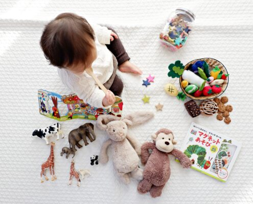 juego en los bebés de entre los seis meses a los dos años - shirota-yuri-p0hDztR46cw-unsplash