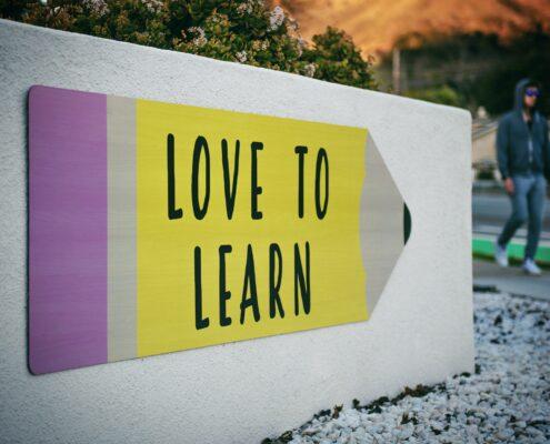 ¿Cómo promover y disfrutar la autonomía en la infancia? - Love to Learn - tim-mossholder-WE_Kv_ZB1l0-unsplash